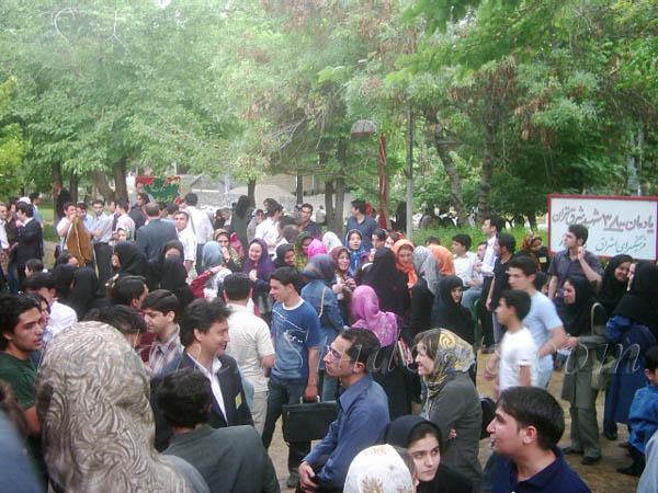 محوطه بیرون سالن محل برگزاری همایش