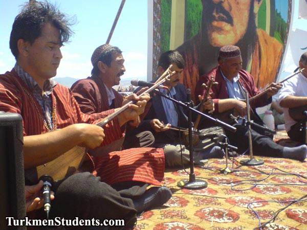 اجرای موسیقی سنتی دوتار ترکمنی