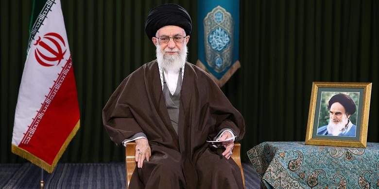 رهبر معظم انقلاب اسلامی سال ۹۶ را سال «اقتصاد مقاومتی: تولید- اشتغال» نام نهادند