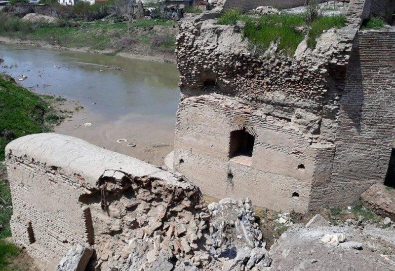 بخشی از پل تاریخی آققلا آسیب دید