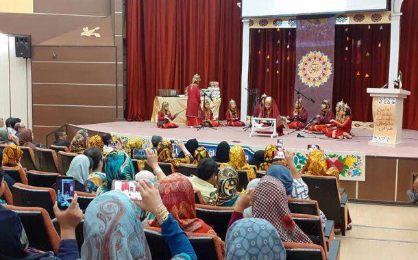 کودکان گلستان یاد مختومقلی فراغی شاعر نامدار ترکمن را گرامی داشتند